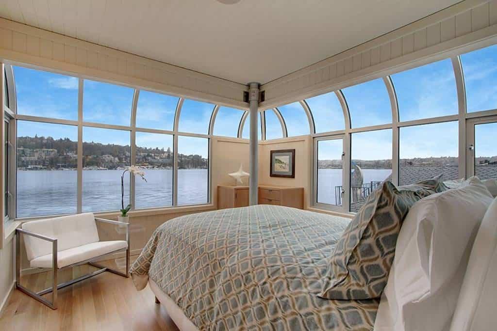 Sleepless in Seattle! Airbnb Seattle Lake Union Houseboat