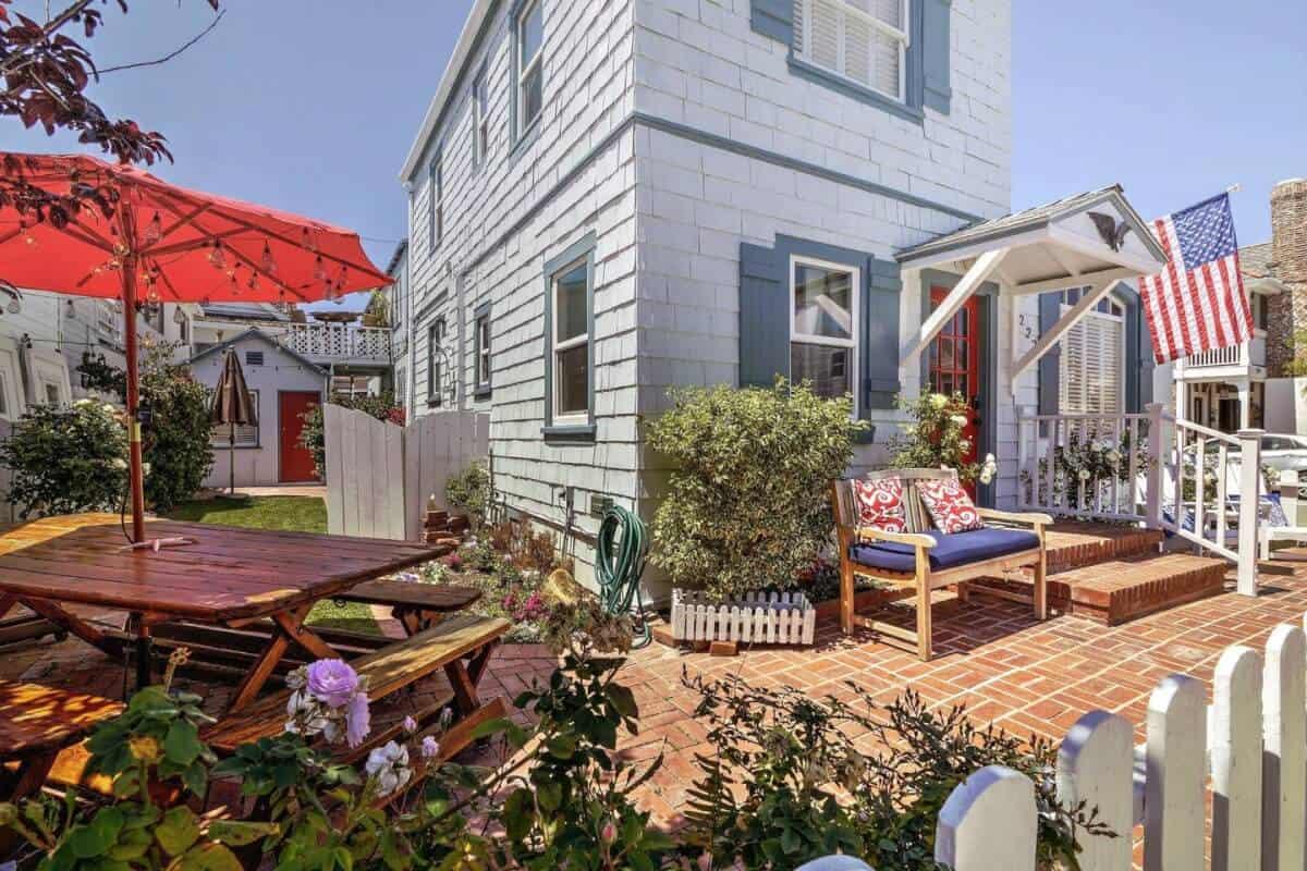 Beautiful 1929 Beach House on Balboa Island - great Newport Beach airbnb rental!