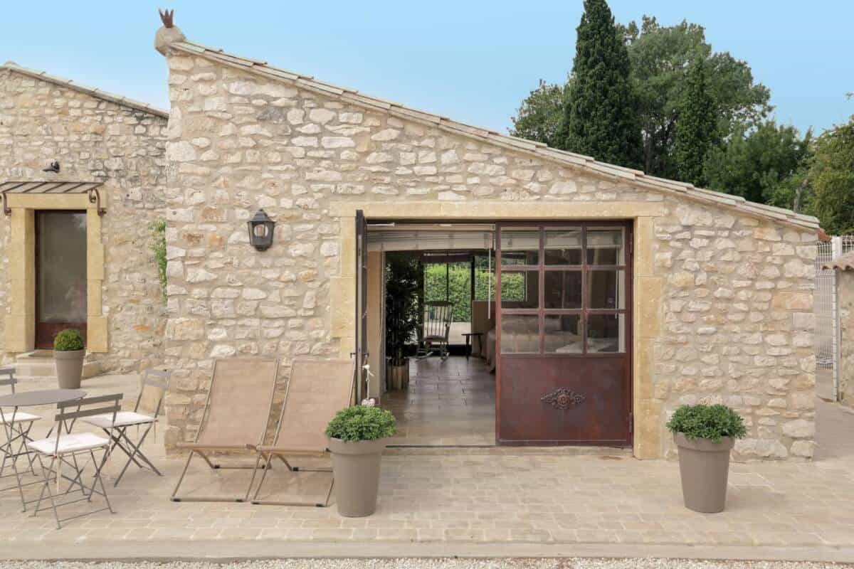 Dreamy cottage in Airbnb Luberon. Great budget option...and so romantic!
