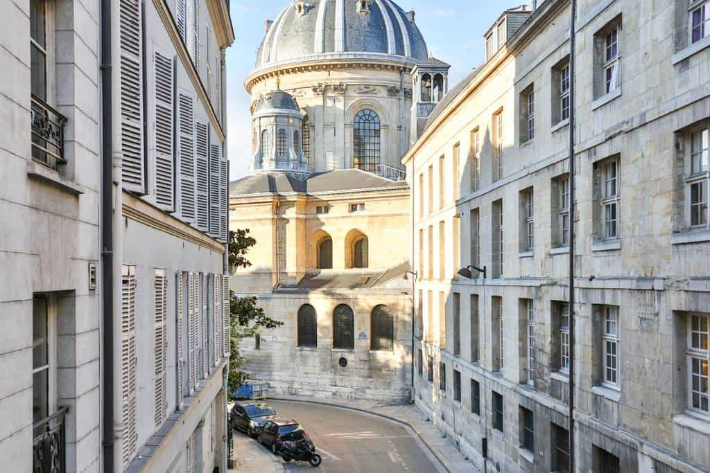 Wow! This Airbnb Paris listing near the Louvre is dreamy. You have to see the pictures!