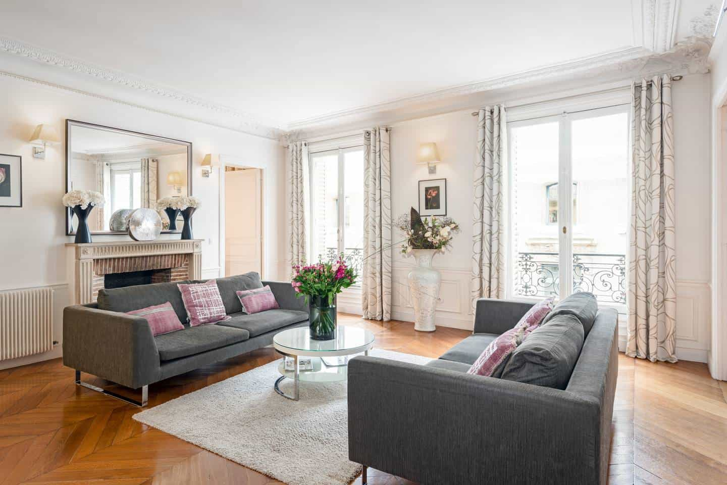 Wow! This Airbnb Paris listing near Musee d'Orsay is dreamy. You have to see the pictures!