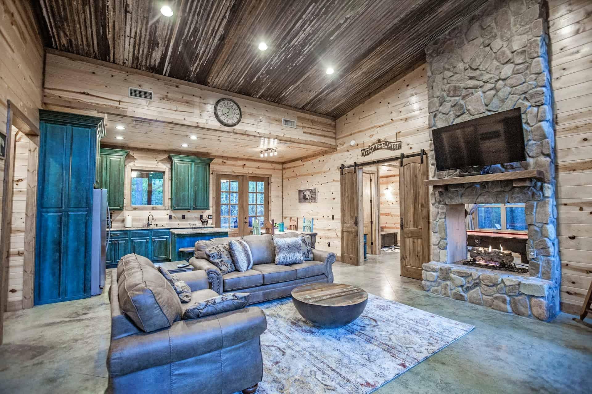 Image of luxury cabin in Broken Bow, Oklahoma