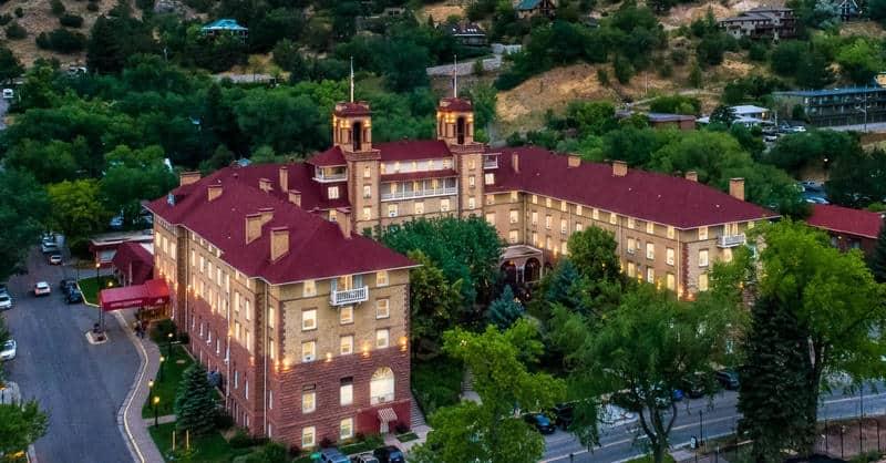 Image of hot springs resort in Glenwood Springs