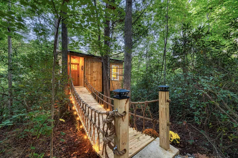 Image of treehouse rental in North Carolina