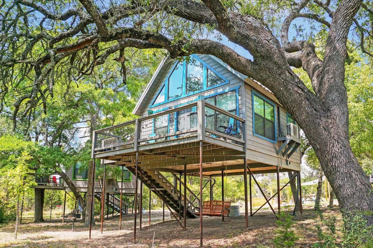 Image of treehouse rental in Texas