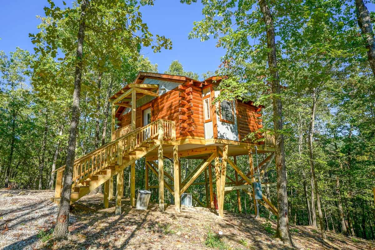 Image of treehouse rental in Arkansas