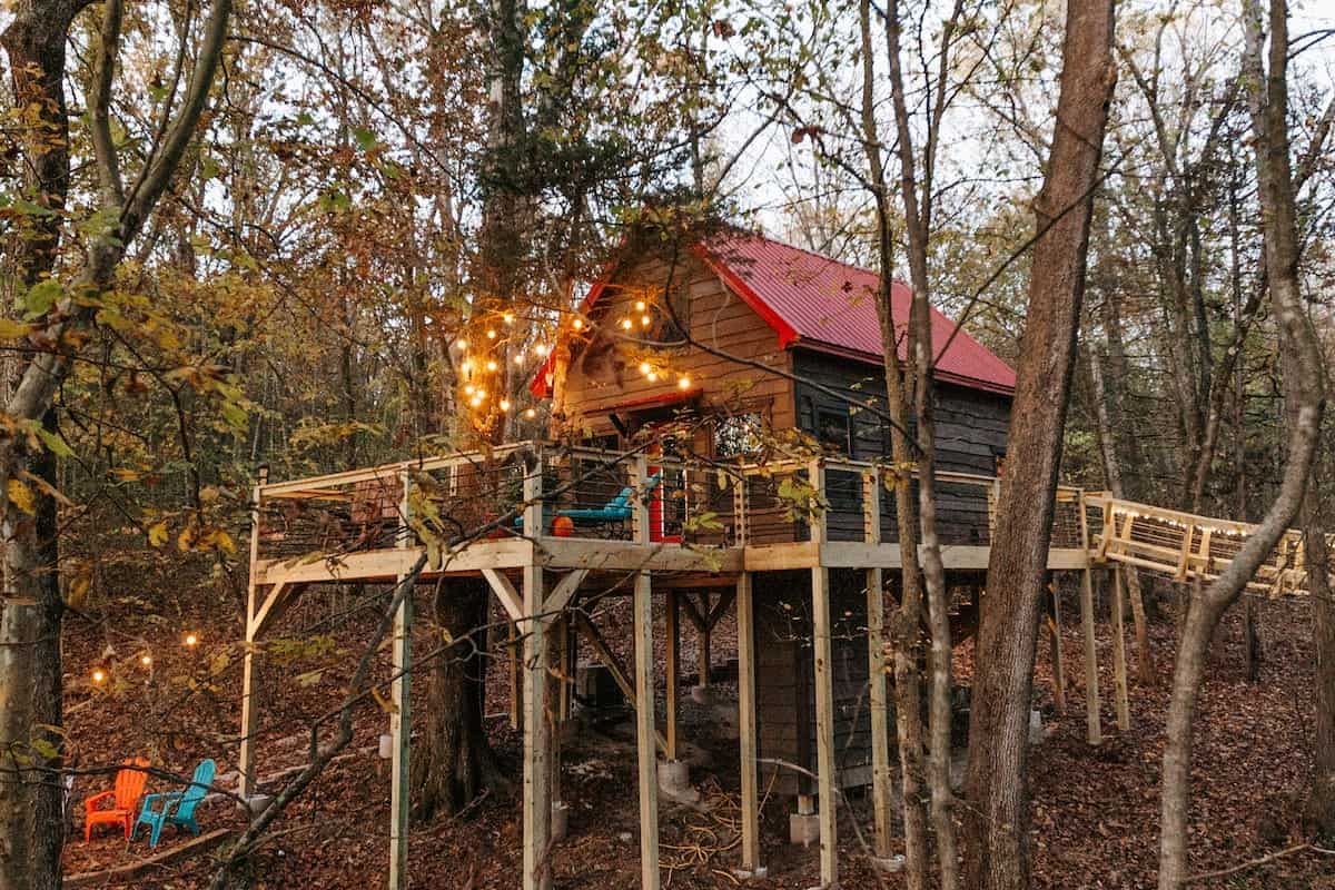 Image of treehouse rental in Missouri