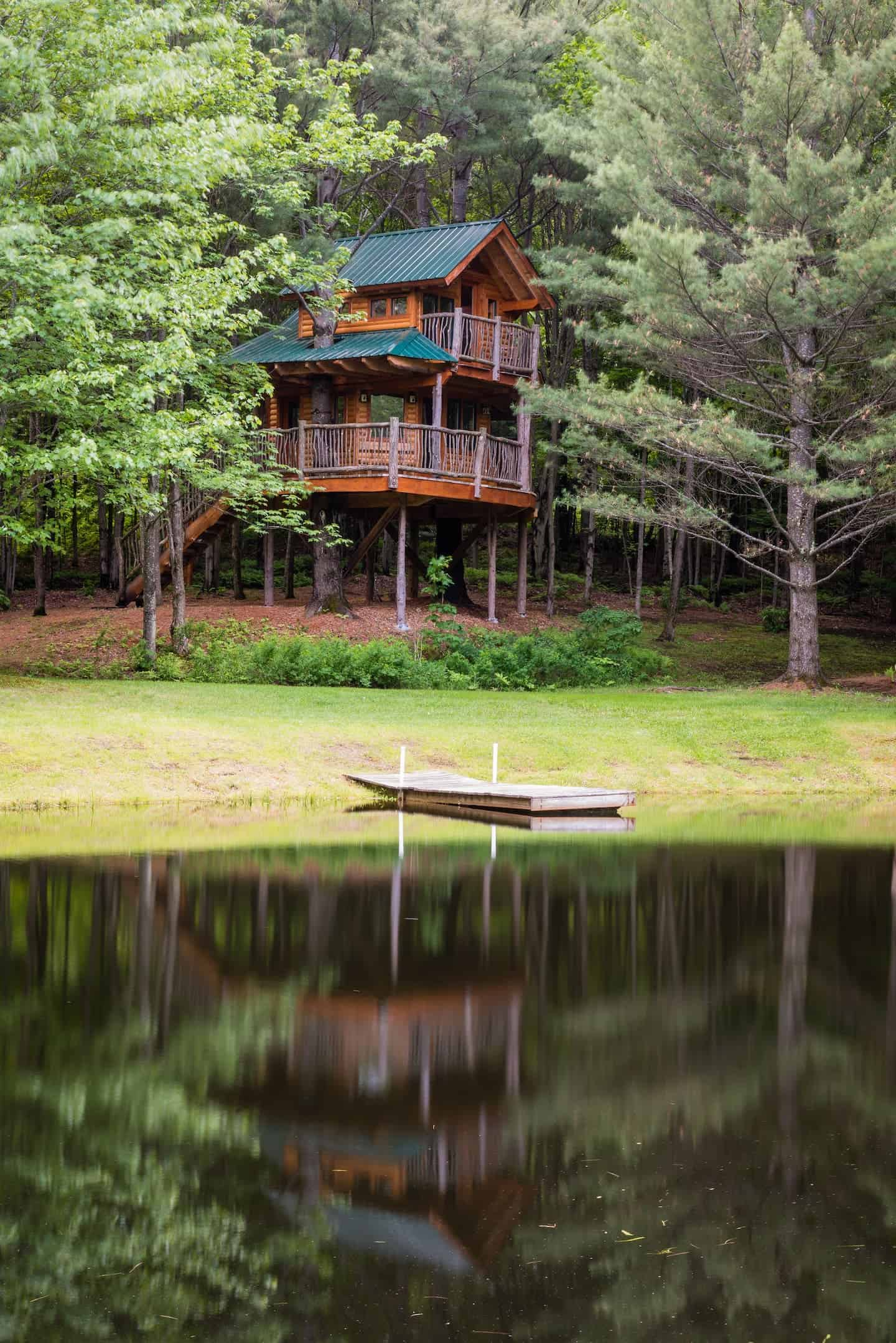 Image of treehouse rental in Vermont