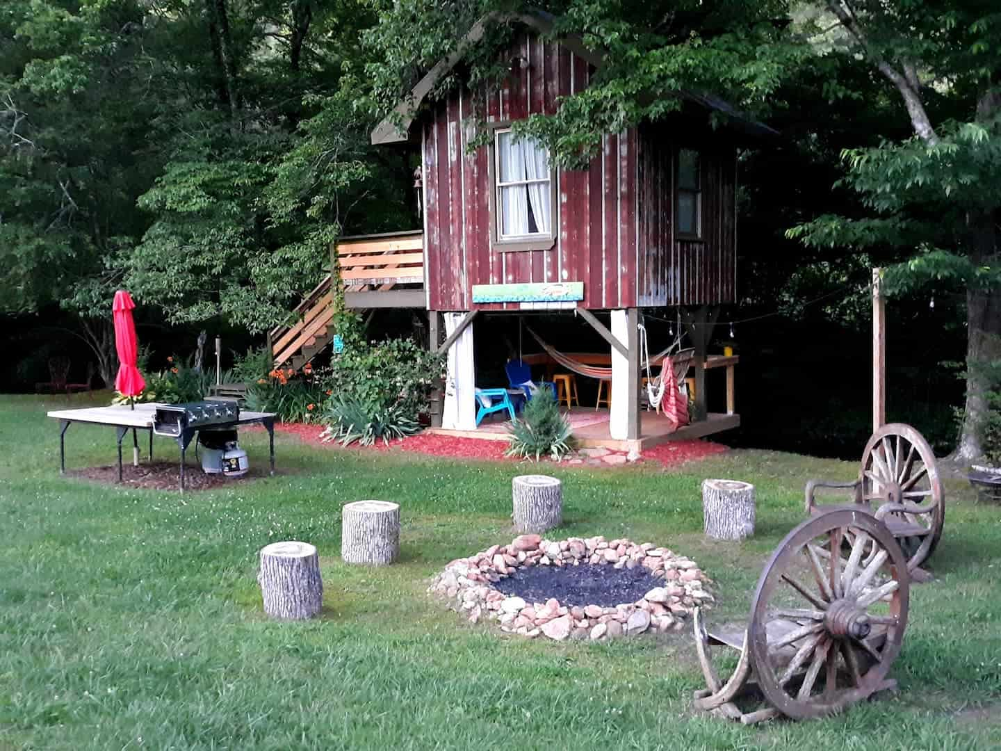 Image of treehouse rental in North Carolina
