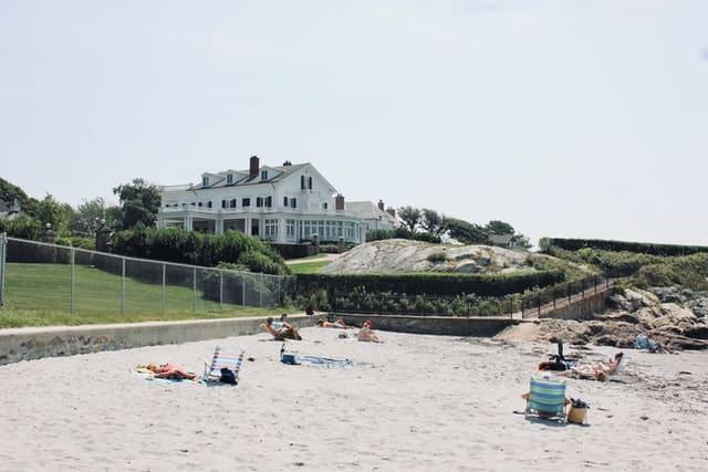 Beachfront coast in Rhode Island